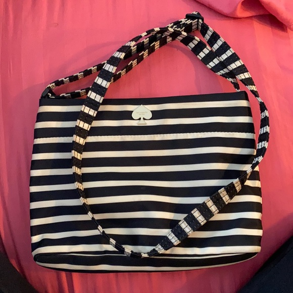 Kate spade purse. 100% authentic. 🤍